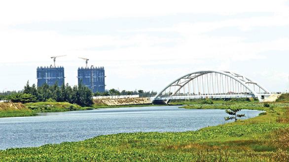 A bridge over the Co Co River in Da Nang. Photo: Truong Trung / Tuoi Tre