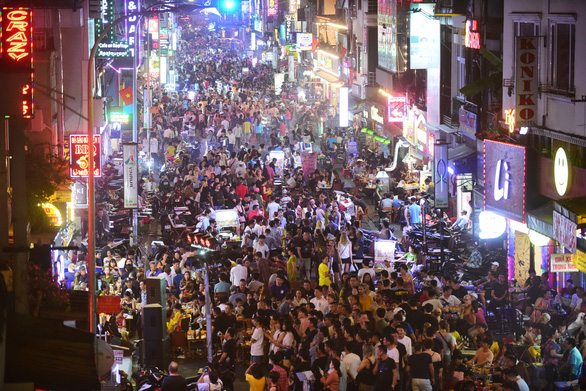 Vietnam looks to China in promoting nighttime economy