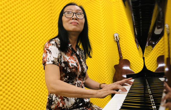 Dao Thi Thu practices piano at Van Hien University in Ho Chi Minh City. Photo: M. G. / Tuoi Tre