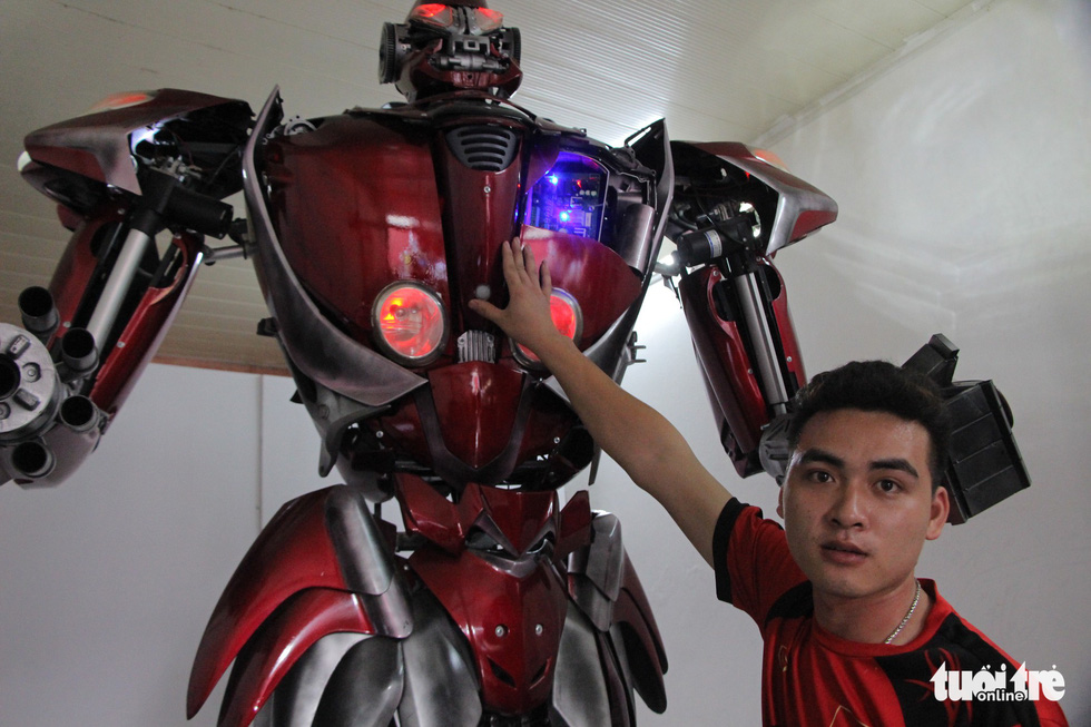 Young Vietnamese make giant robot from plastic waste