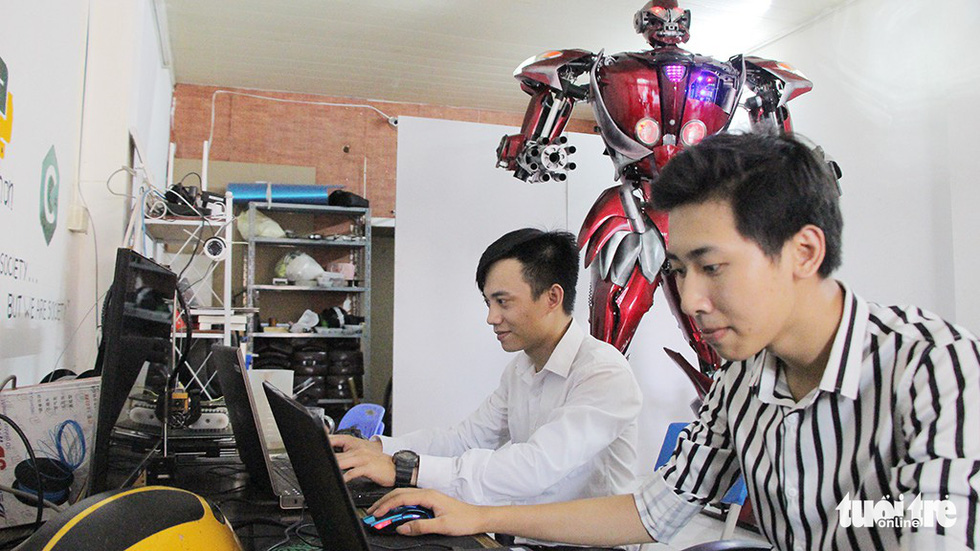 Luu Tuan Khanh (left) with one of his Robot Bank teammates. Photo: Ha Thanh / Tuoi Tre