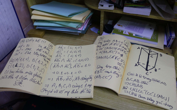 Nhu's notebooks are four or five times bigger than her friends'. Photo: Trong Nhan / Tuoi Tre