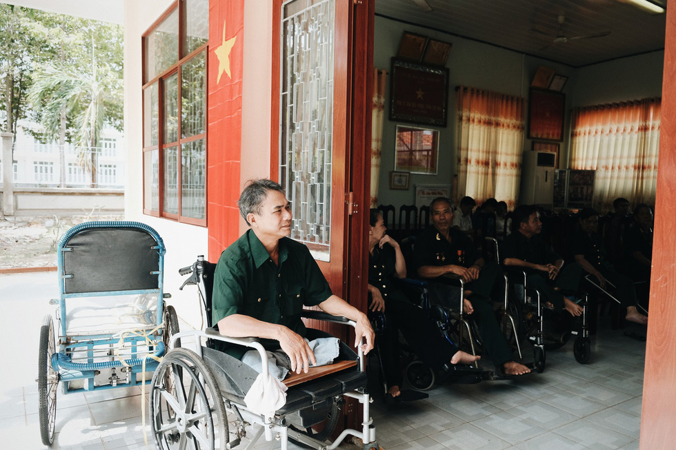 Nguyen Duy Minh, a post-war invalid from the 1979 southwest border defense war with injuries on 96 percent of his body, is seen at the Long Dat Wounded Soldiers' Nursing Center located in Ba Ria – Vung Tau Province, southern Vietnam. Photo: Mai Thuong / Tuoi Tre