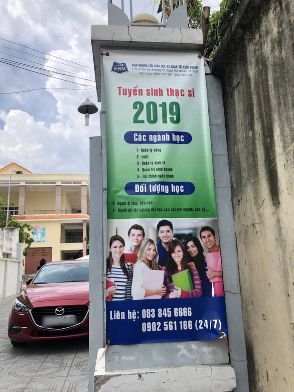 A banner for a graduate program is seen in front of N.'s office at the Political Fostering Center of Phu Nhuan District, located on Le Van Sy Street, Ho Chi Minh City. Photo: M.G. / Tuoi Tre