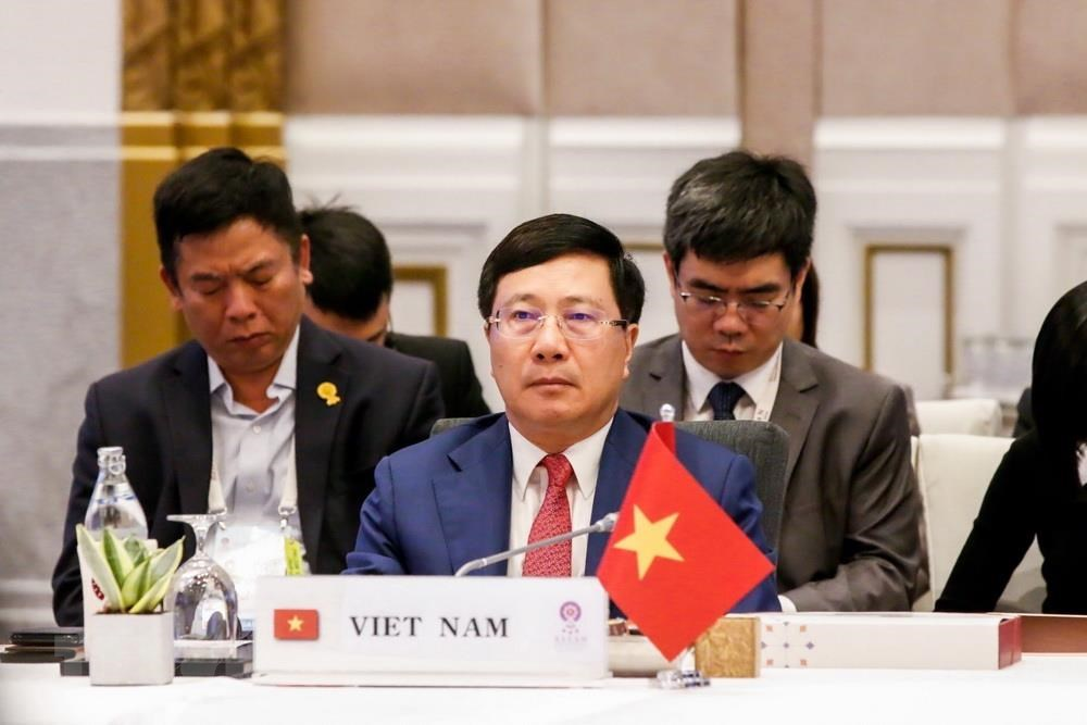 At regional meeting, Vietnamese FM says China's actions in East Vietnam Sea 'erode trust'