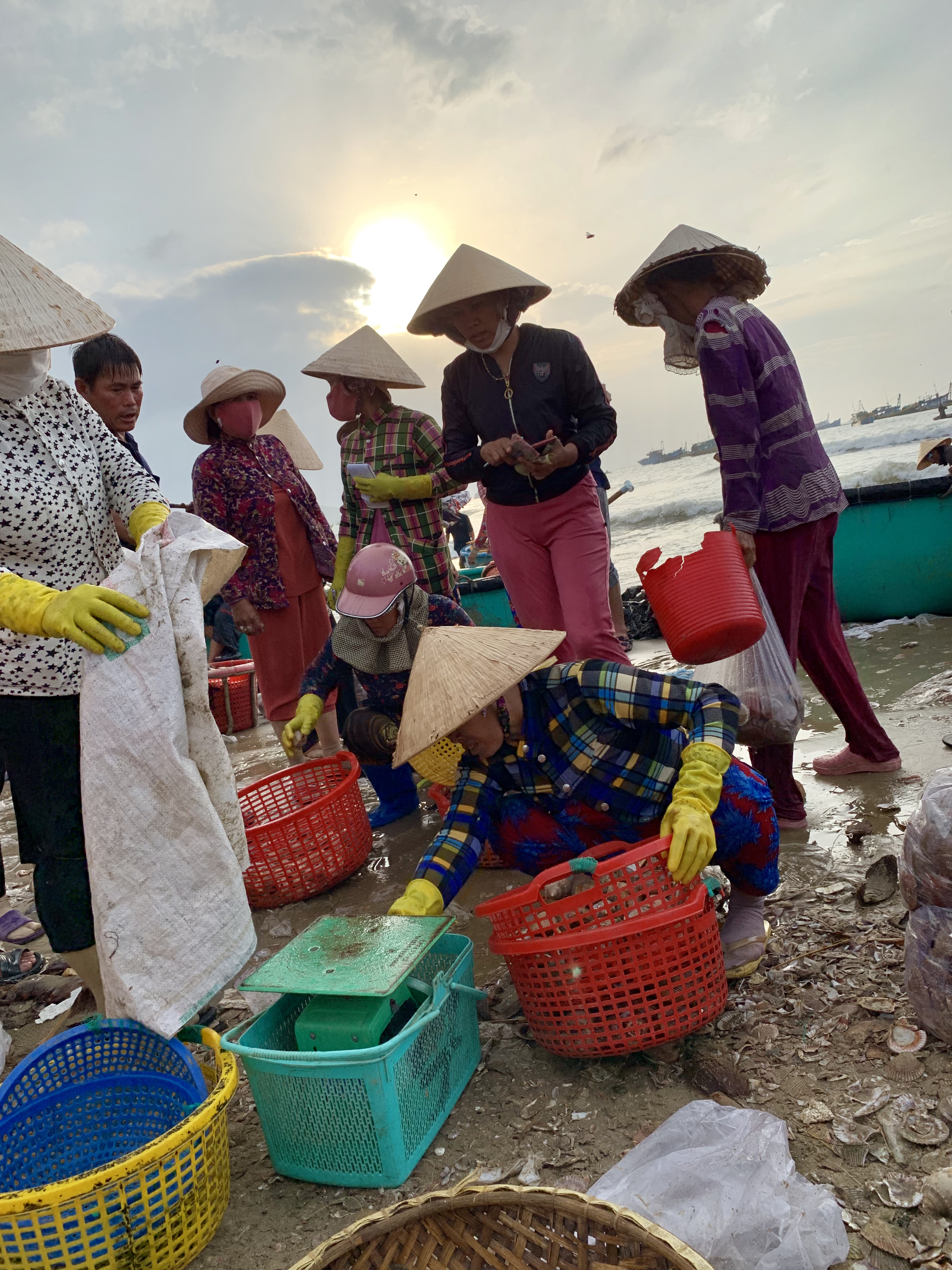 Seafood are weighed and sold right by the seashore at a local fishing village in Mui Ne, Vietnam July 31, 2019. Photo: Tran Phuong / Tuoi Tre