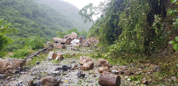A rockslide occurs in the northern province of Bac Kan on August 3, 2019. Photo: Van La / Tuoi Tre