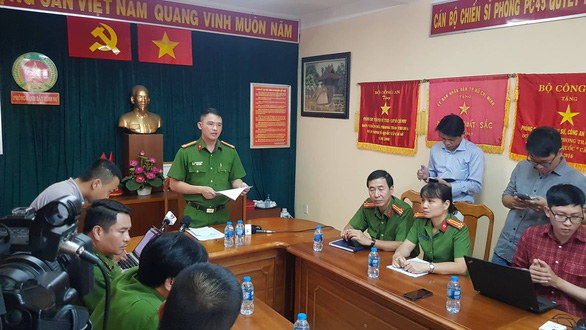 Ho Chi Minh City Police hold a press briefing announcing the arrests of five suspects involved in vandalism attacks against Pho Hoa Pasteur restaurant August 5, 2019. Photo: Ngoc Khai / Tuoi Tre