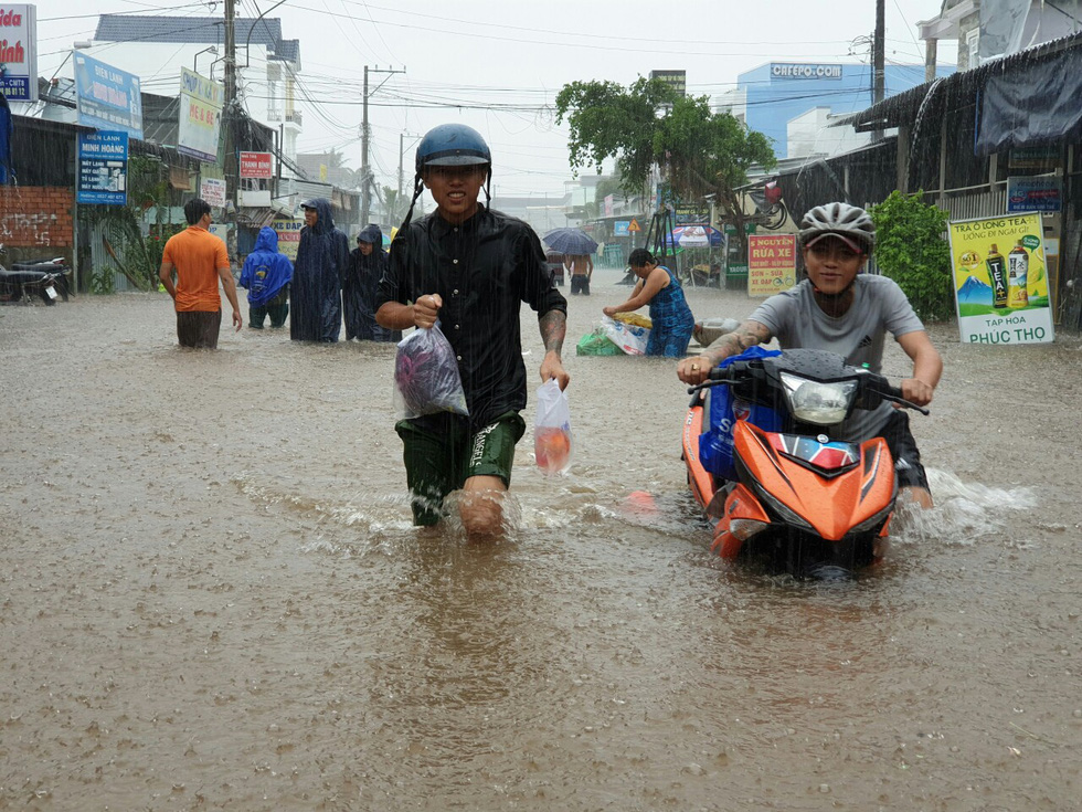 Local residents evacuate to higher areas.