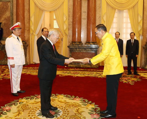 Vietnam's Party General Secretary, State President receives credentials from ambassadors of ten countries