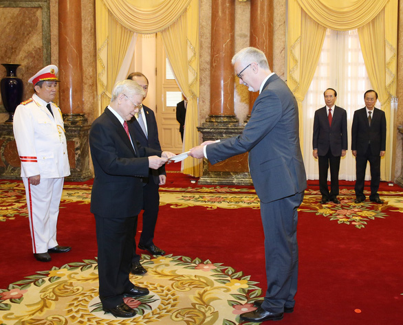 Vietnam's General Secretary and State President Nguyen Phu Trong receives credentials from Guido Hildner, Germany's Ambassador, in Hanoi, August 7, 2019. Photo: Vietnam News Agency