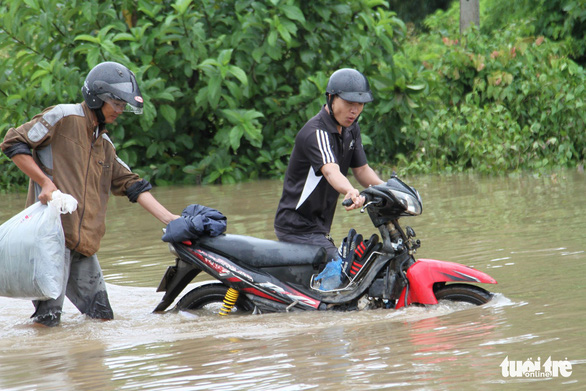 Over 30,000 households isolated by serious flooding in Vietnam's Central Highlands