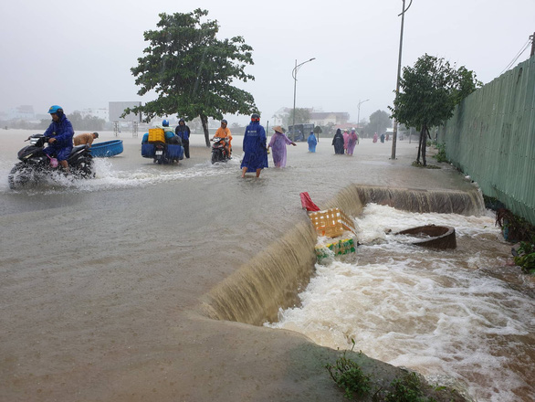 Heavy rain submerges Vietnam's Phu Quoc Island for second time in week
