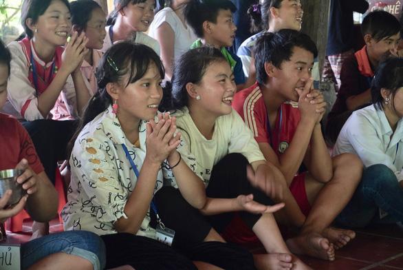 Participants at the Vuon Mo camp laugh during a presentation. Photo: V.M./ Tuoi Tre
