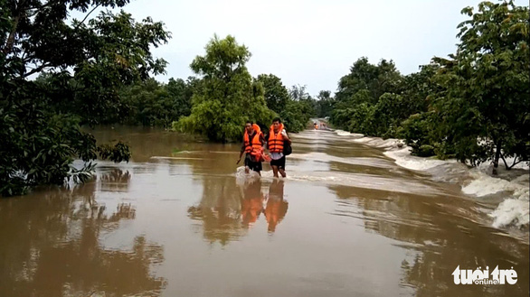 National Highway 14C in Dak Lak Province is severely flooded. Ngoc Lan / Tuoi Tre