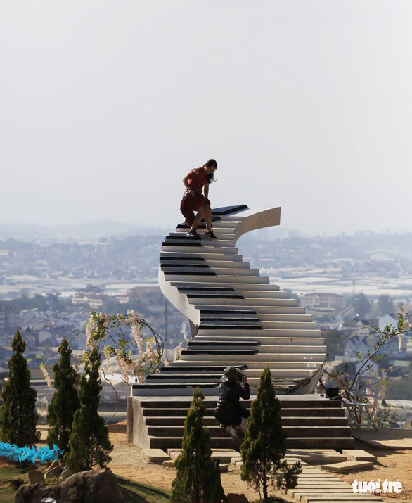 <em>Visitors climb a staircase illegally built in Da Lat City, Lam Dong Province in Vietnam's Central Highlands. Photo:</em> M.Vinh / Tuoi Tre