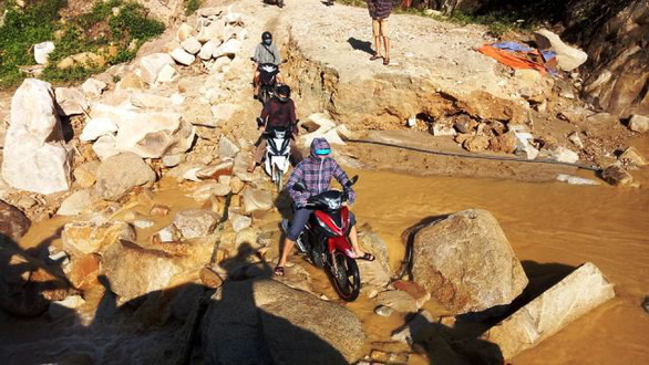 Teachers ride motorbike across a rugged path to school in Muong Lat District in Thanh Hoa Province, Vietnam. Photo: Lang Van Long