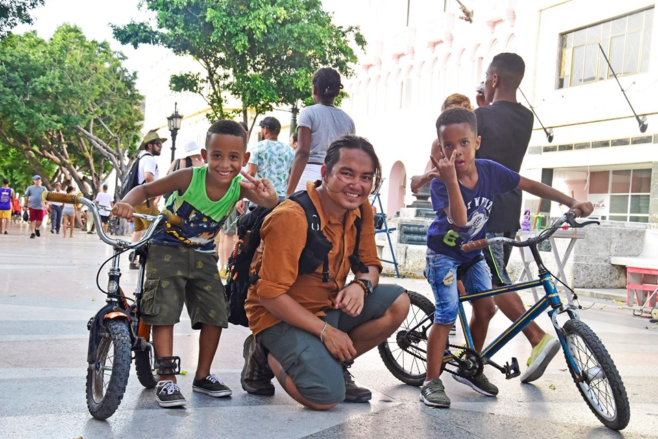 Tran Dang Dang Khoa poses for a picture with children in Havana, Cuba. Photo: Supplied