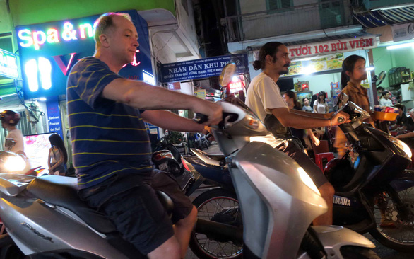 Frenchmen comment on Saigon's campaign to crack down on foreign traffic violators