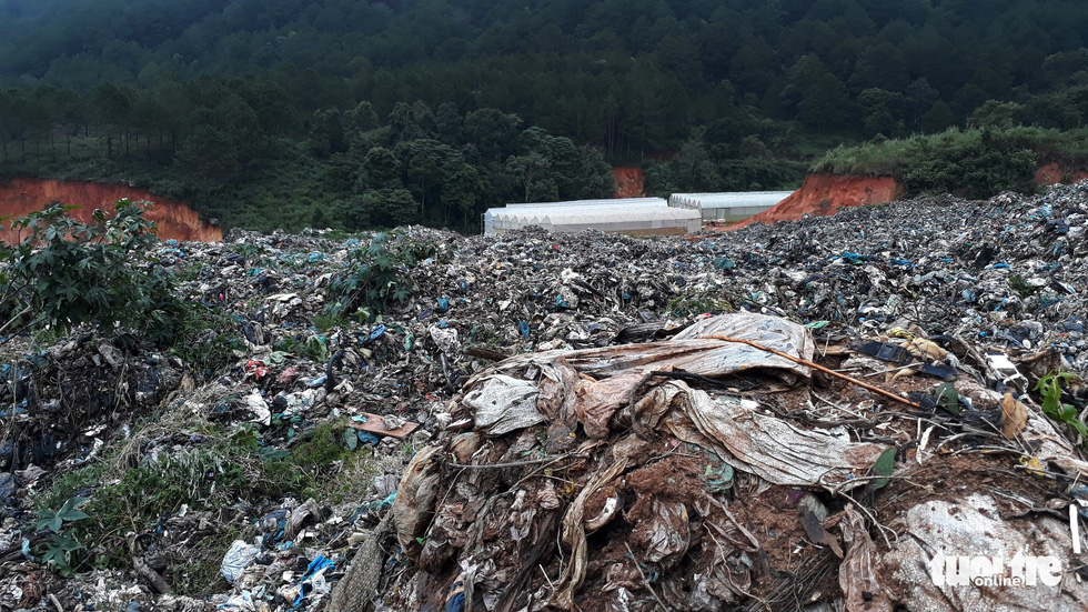 A farm is buried under a massive pile of rubbish. Photo: Mai Vinh / Tuoi Tre