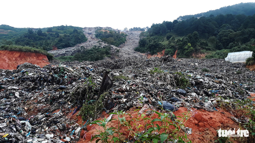 Heavy rain triggers 'trash slide' in Da Lat