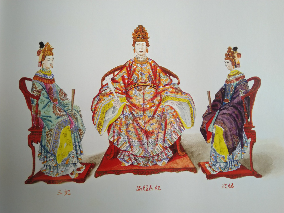 Royal costumes of the queen (mid), second imperial concubine (right), and third imperial concubine