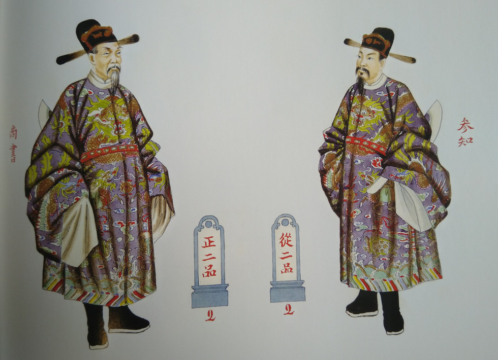 Royal costumes for an imperial secretary (left) for a courtesy meeting