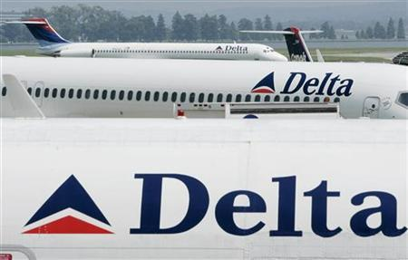 Delta Airlines jets sit at terminal at Reagan National Airport outside Washington in this August 19, 2004 file photo. Photo: Reuters
