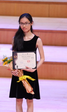 Vietnam's Hoang Ho Khanh Van is pictured as she receives her prize at the Vietnam International Music Competition for Violin and Chamber Music in Hanoi. Photo: Hoa Nguyen