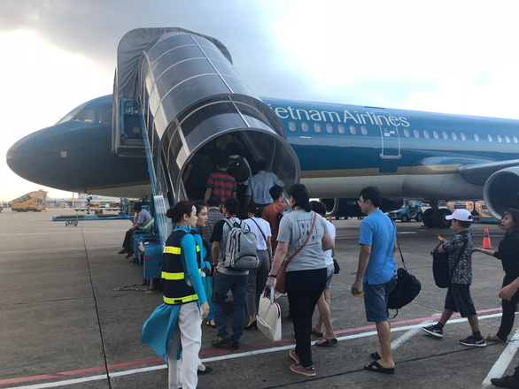 Flight attendant sues Vietnam Airlines for allegedly violating labor contract