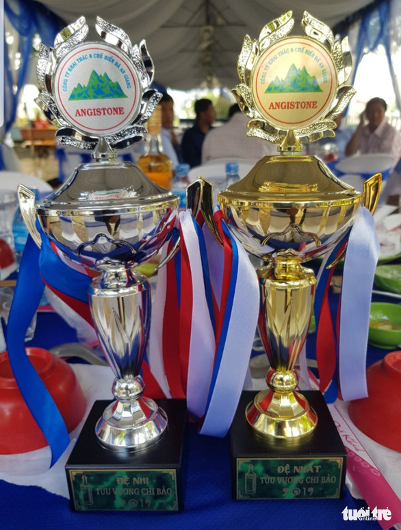 Trophies for the winner and the runner-up are seen at the drinking contest at ANTRACO. Photo: Buu Dau / Tuoi Tre
