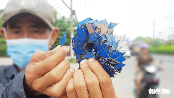 Hundreds of tire-puncturing nails found scattered along national highway in Ho Chi Minh City