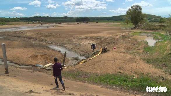 A reservoir in M'Drak District runs out of water. Photo: L.Dan / Tuoi Tre