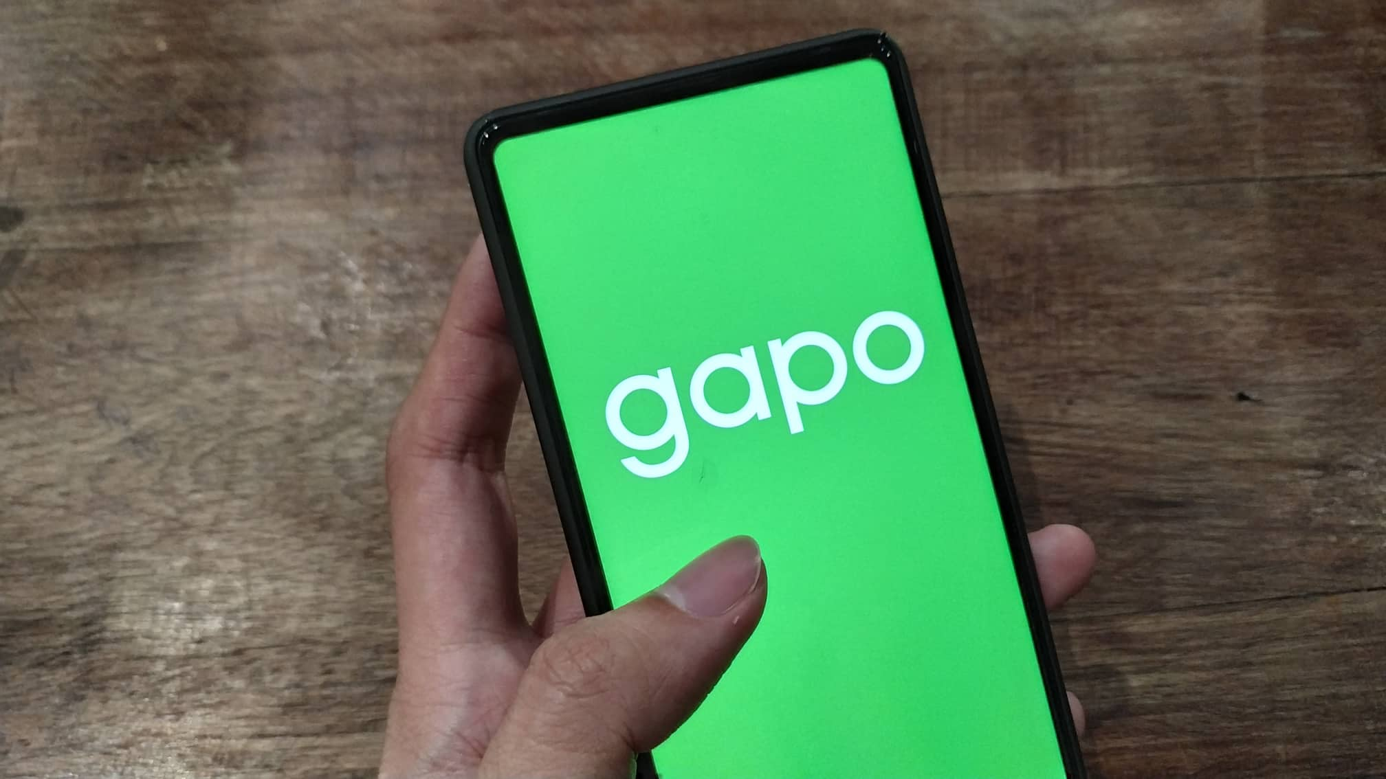An user opens the GAPO app on his smartphone in this photo illustration. Photo: Tuan Son / Tuoi Tre News