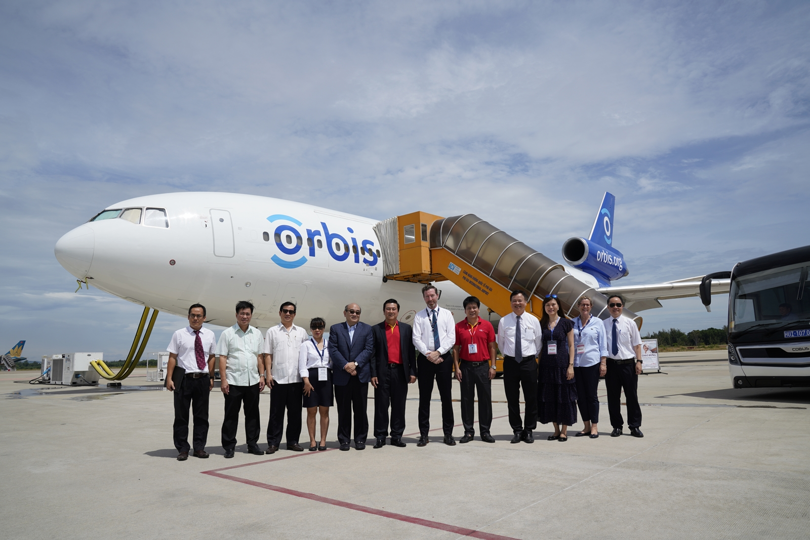 Vietjet signs MoU with Orbis to save light for Vietnamese