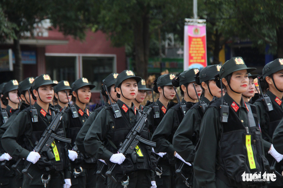 A team of female police officers. Photo: Trung Tan / Tuoi Tre