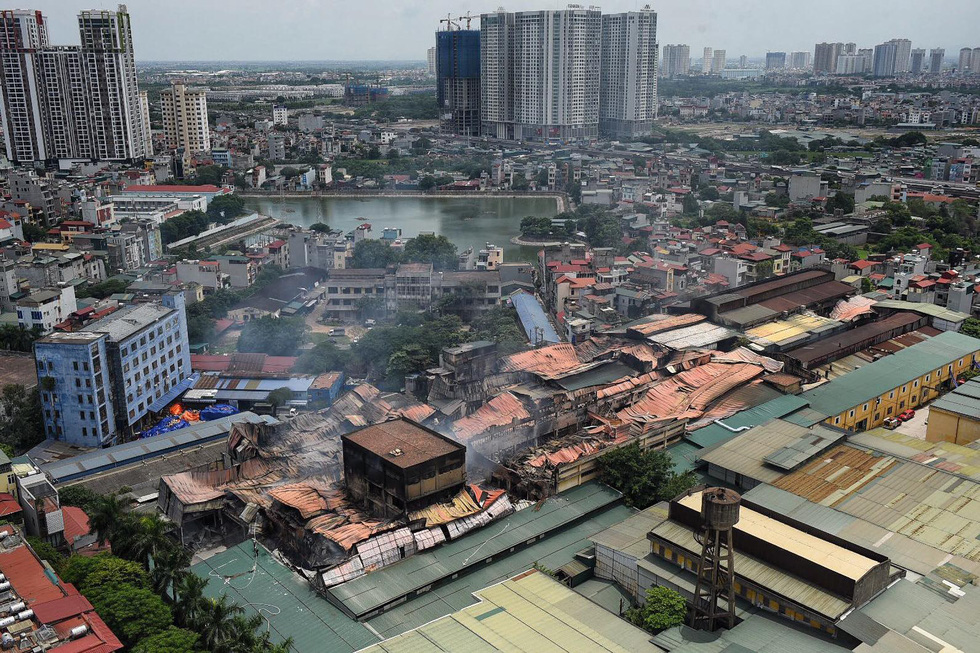 Rang Dong Company is severely damaged following the fire in Ha Dinh Ward, Thanh Xuan District, Hanoi on August 29, 2019. Photo: Tuoi Tre