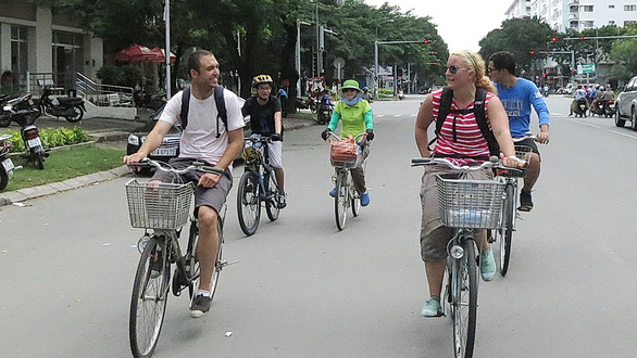 Foreigners on proposed plans to launch bike-sharing system in Ho Chi Minh City