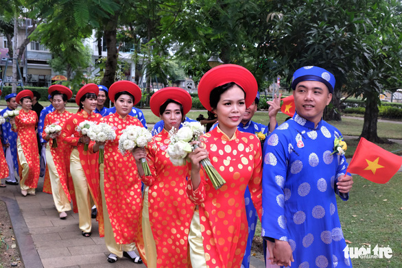 Couples walk hand in hand at a mass wedding in Ho Chi Minh City on September 2, 2019. Photo: Vu Thuy / Tuoi Tre