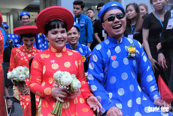 A visual-impaired couple is seen at a mass wedding in Ho Chi Minh City on September 2, 2019. Photo: Vu Thuy / Tuoi Tre