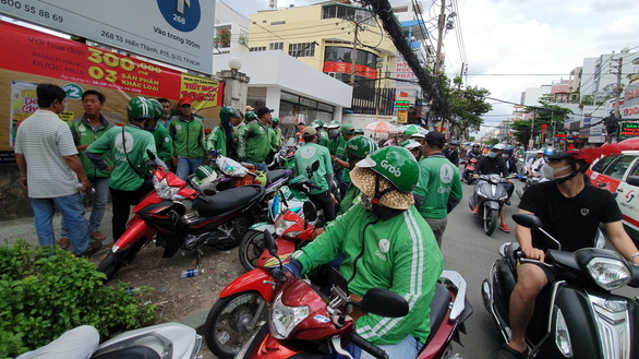 Drivers of ride-hail firm Grab go on strike to oppose a tax-collection scheme in Ho Chi Minh City on August 27, 2019. Photo: Cong Trung / Tuoi Tre