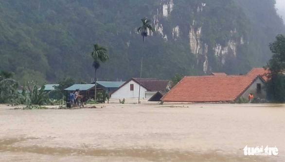 Rain caused by tropical depression submerges over 15,000 houses in Vietnam