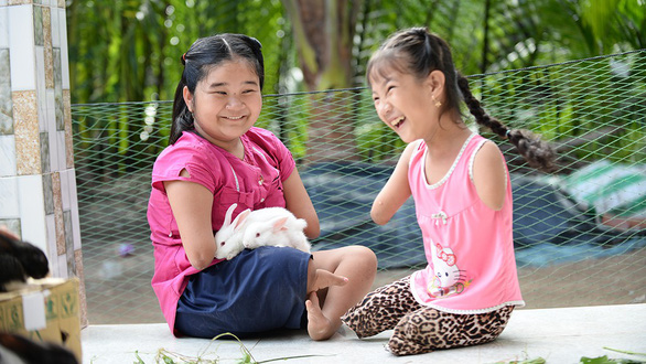 Limbless Vietnamese girl, 12, helps younger peer to live with optimism