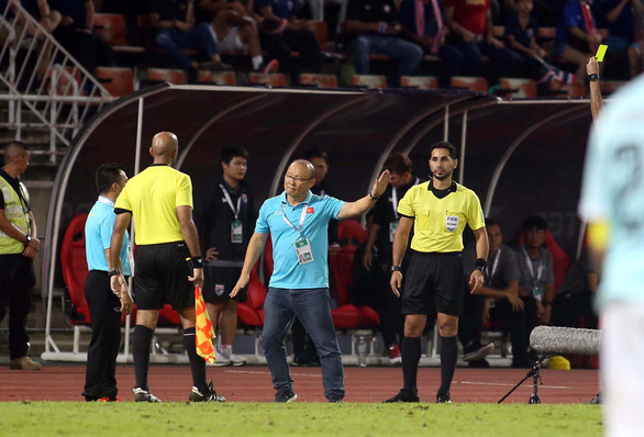 Vietnam's head coach Park Hang Seo is showed a yellow card as his team meet Thailand in a group opener of the Asian second qualifying round for the 2022 FIFA World Cup in Bangkok, September 5, 2019. Photo: N. K. / Tuoi Tre