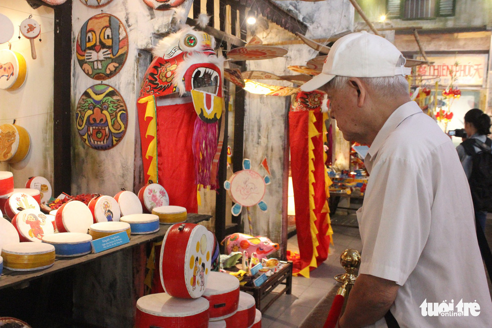 Hanoi exhibition shows children what Mid-Autumn Festival was like in the past