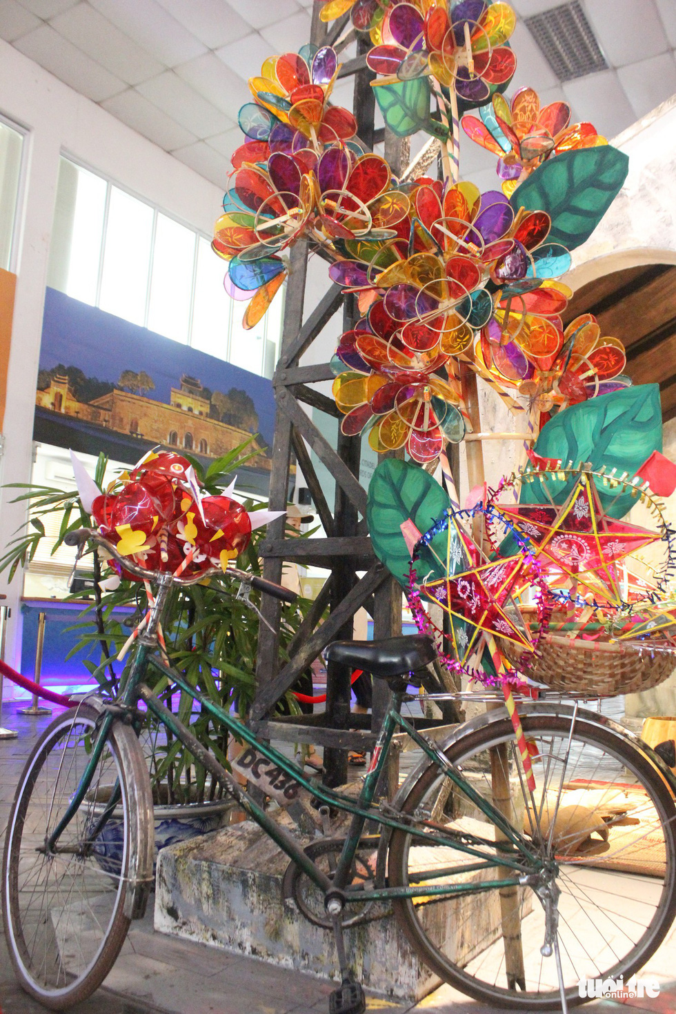 An old bike installed with lanterns is on display at a Mid-Autumn Festival in Hanoi, September 6, 2019. Photo: Thien Dieu / Tuoi Tre
