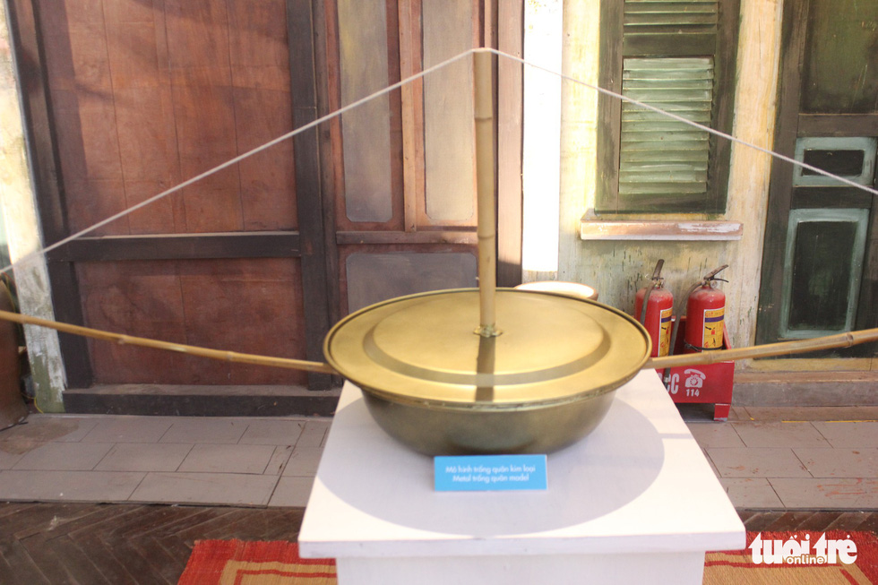 A ceramic den keo quan is on display at a Mid-Autumn Festival in Hanoi, September 6, 2019. Photo: Thien Dieu / Tuoi Tre