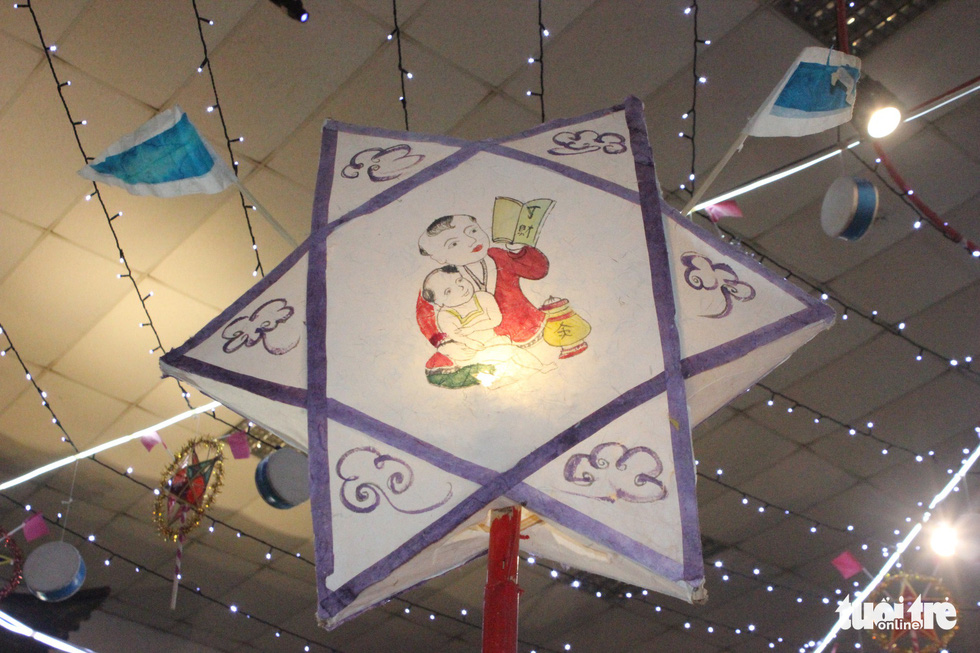 A star-shaped lantern is on display at a Mid-Autumn Festival in Hanoi, September 6, 2019. Photo: Thien Dieu / Tuoi Tre