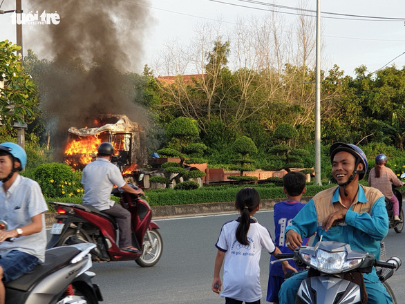 Many watch, live-stream semi-truck fire on Vietnam's Phu Quoc Island