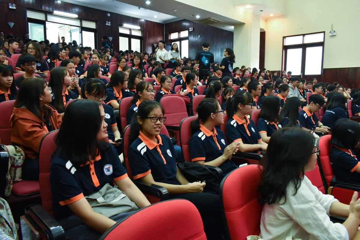 Students attend the 2019-20 academic year opening ceremony of the English Faculty at the University of Social Sciences and Humanities in Ho Chi Minh City, September 7, 2019. Photo: Tuan Son / Tuoi Tre News